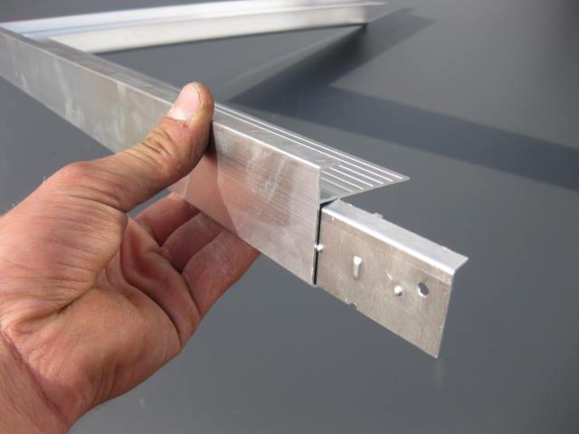 Aluminium daktrim aanbrengen