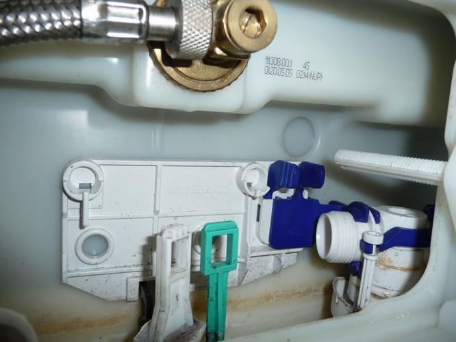 spoelmechanisme toilet repareren
