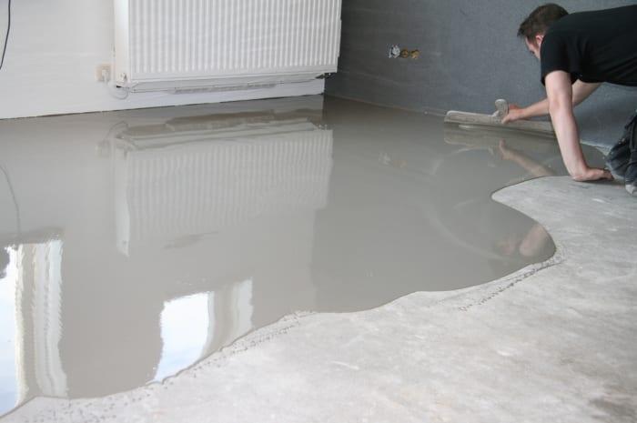 Badkamer Vloer Storten : Vloer egaliseren zelf doen tips mijnkluswijzer