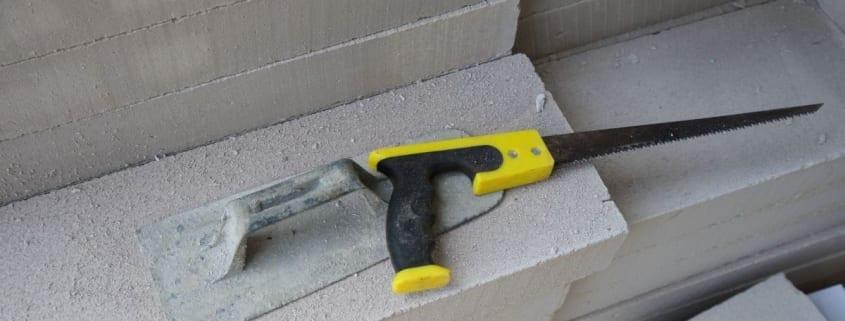 Gipsblokken-strucspatel-en-zaag